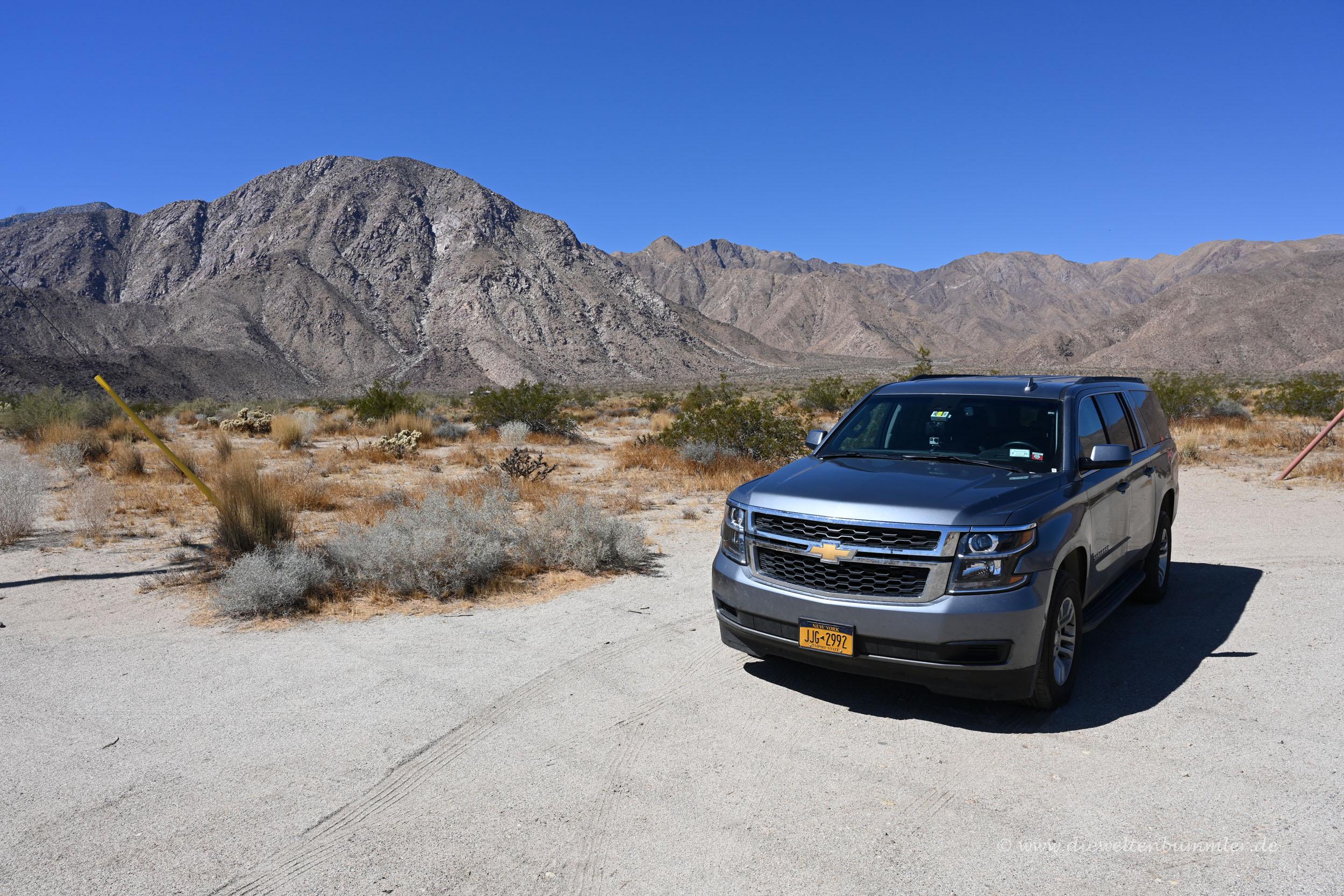 Unser SUV in der Wüste von Kalifornien