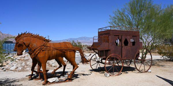 Pferdekutsche als Skulptur