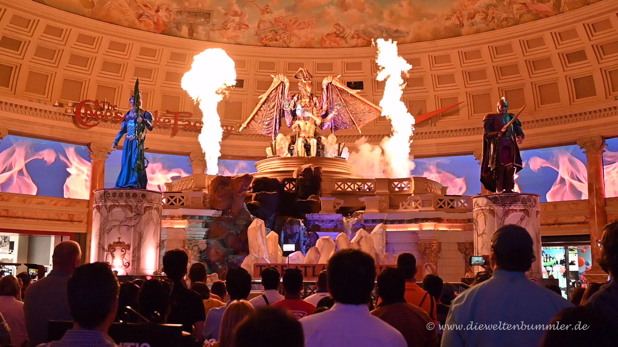 Atlantis Show mit Licht und Feuer