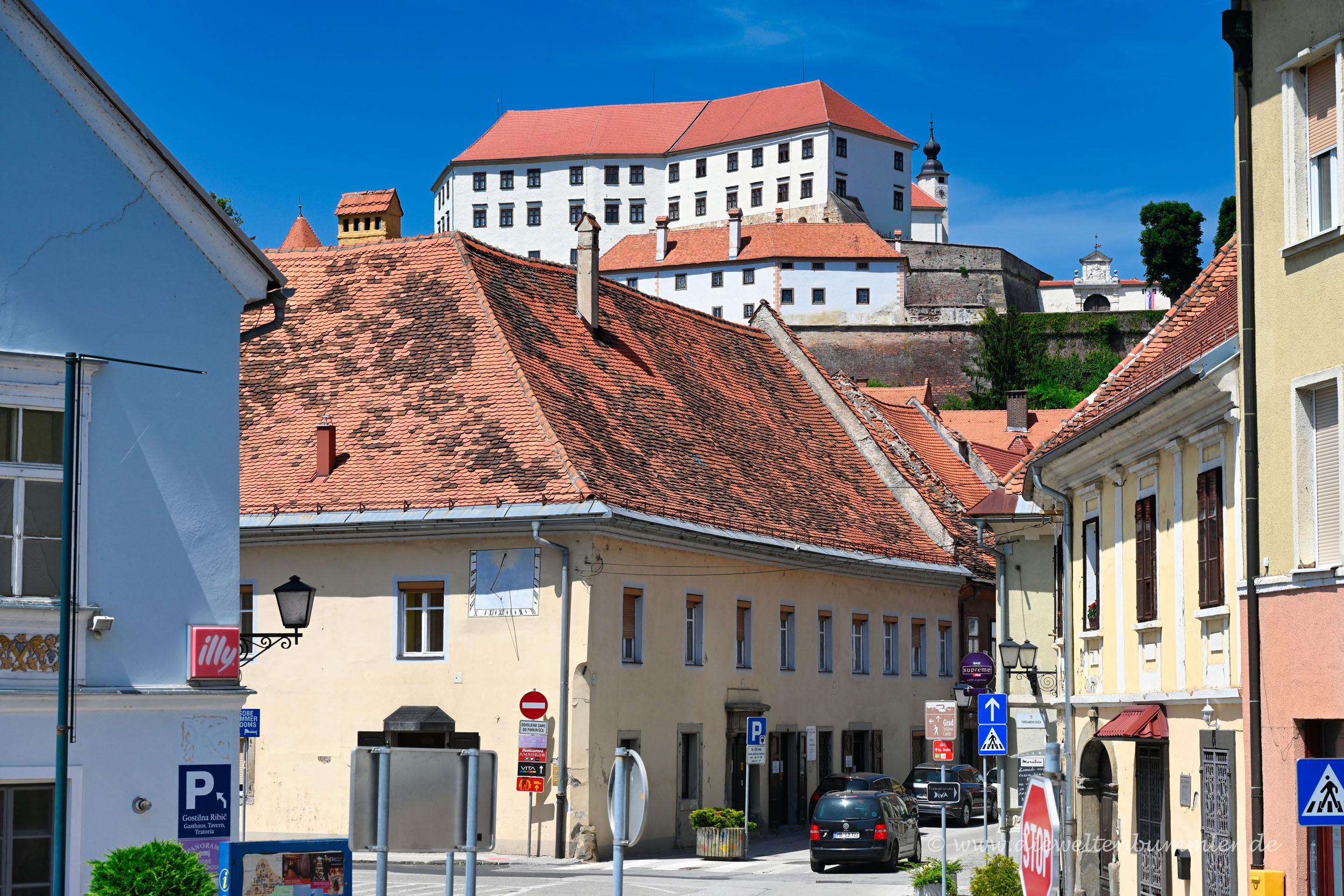 Blick aus der Altstadt zur Burg