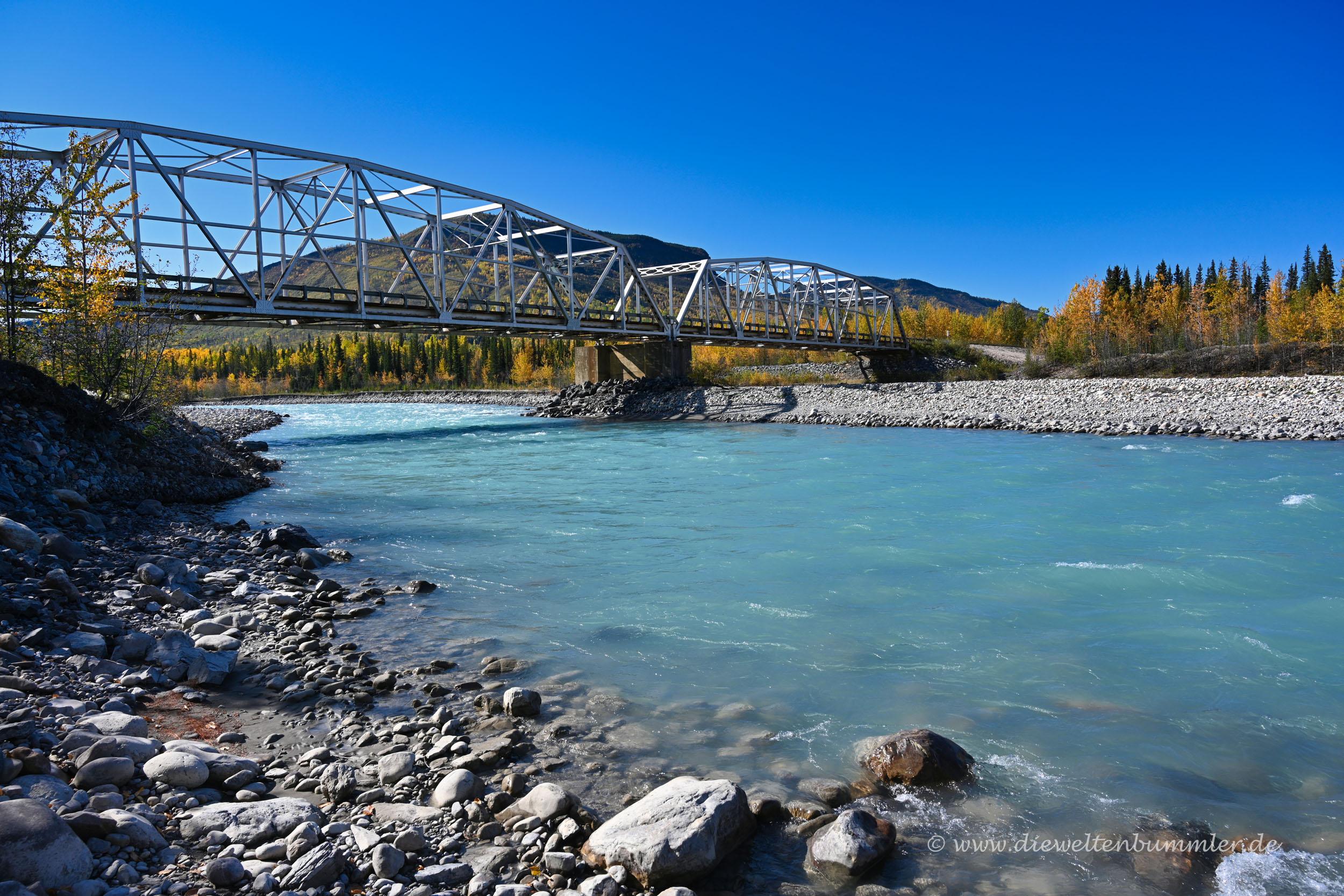 Brücke über den Racing River