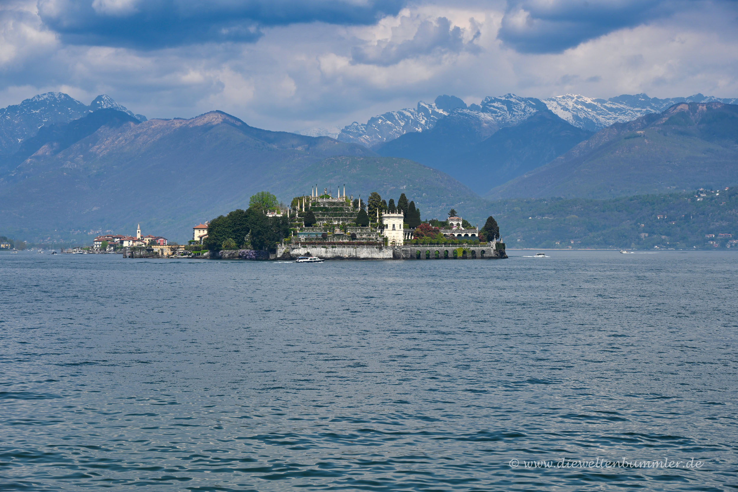Isola Bella vor der Alpenkulisse