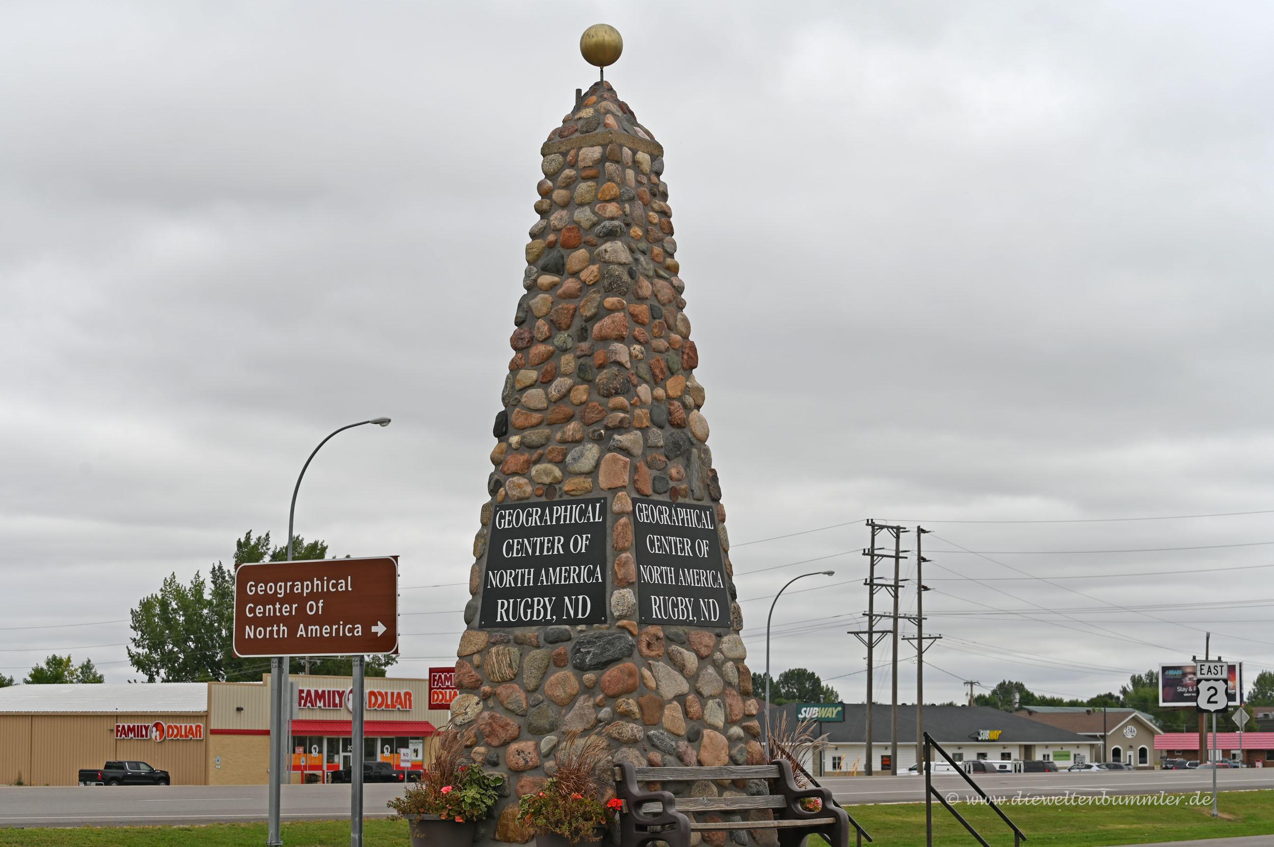 Obelisk am geografischen Mittelpunkt