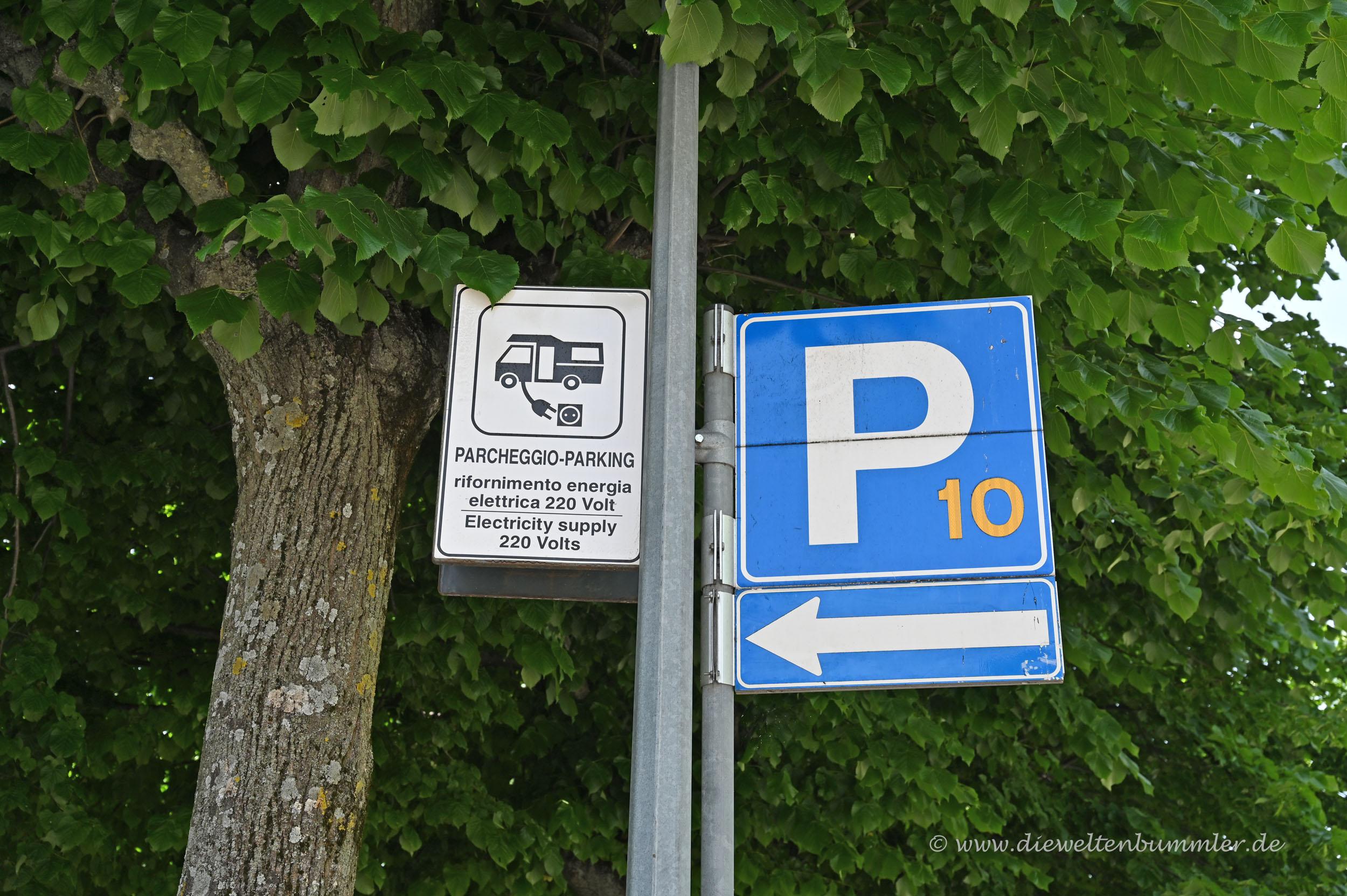 Parkplatz ist ein Wohnmobilstellplatz