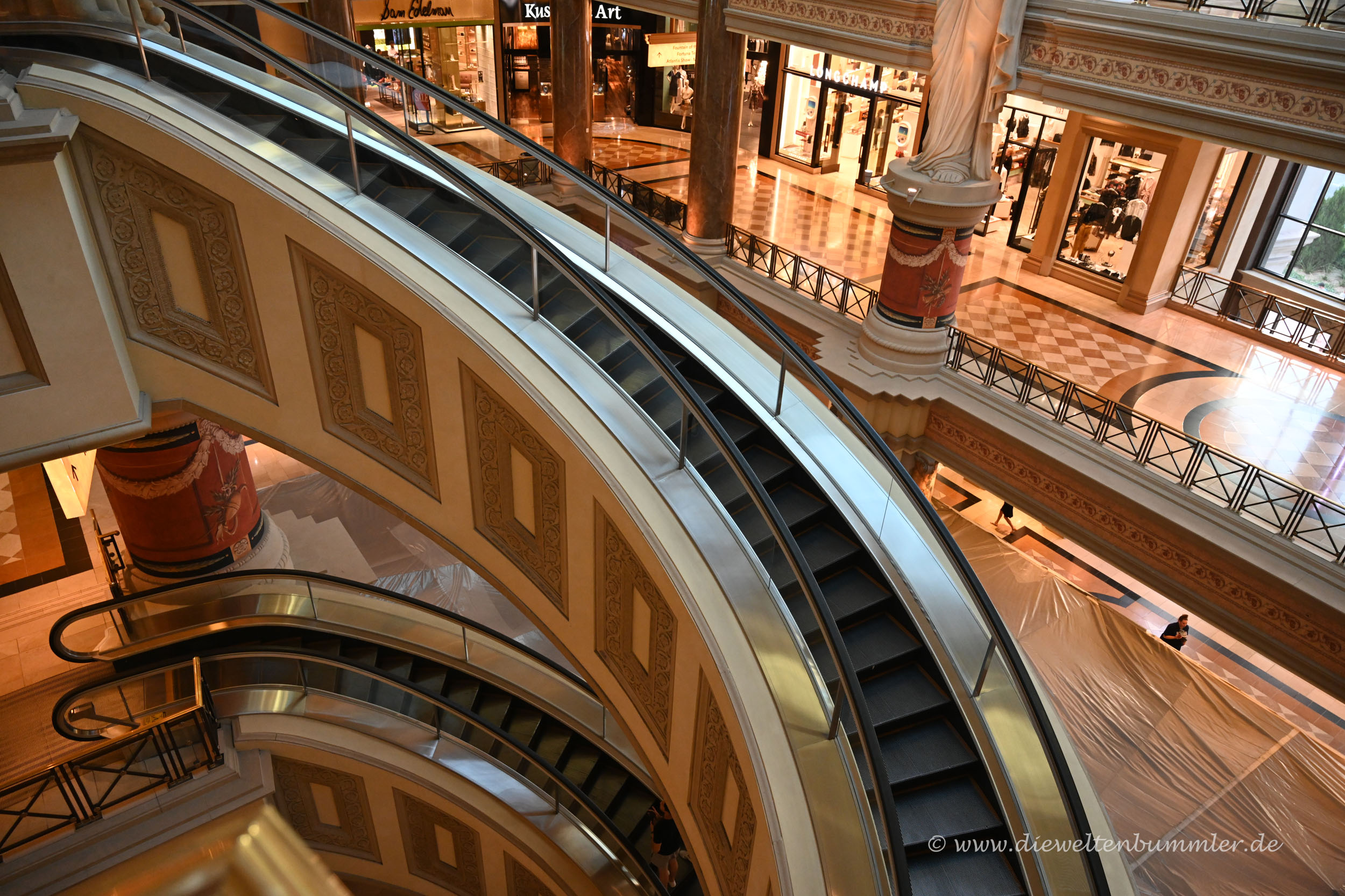 Rolltreppe in Bogenform