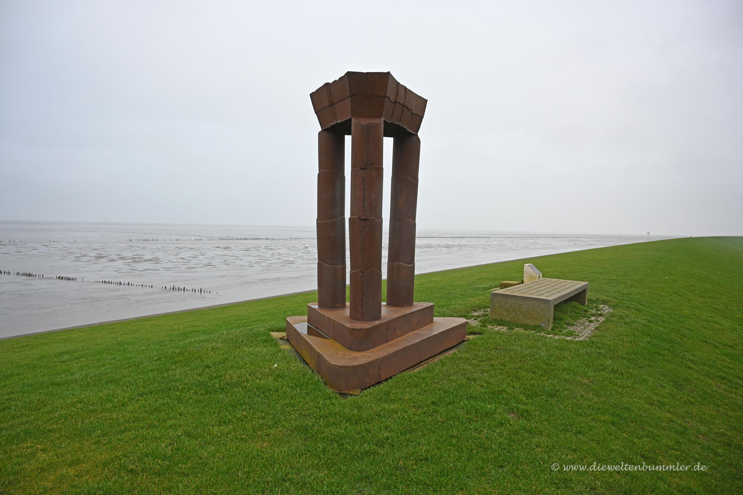 Skulptur am nördlichsten Punkt der Niederlande