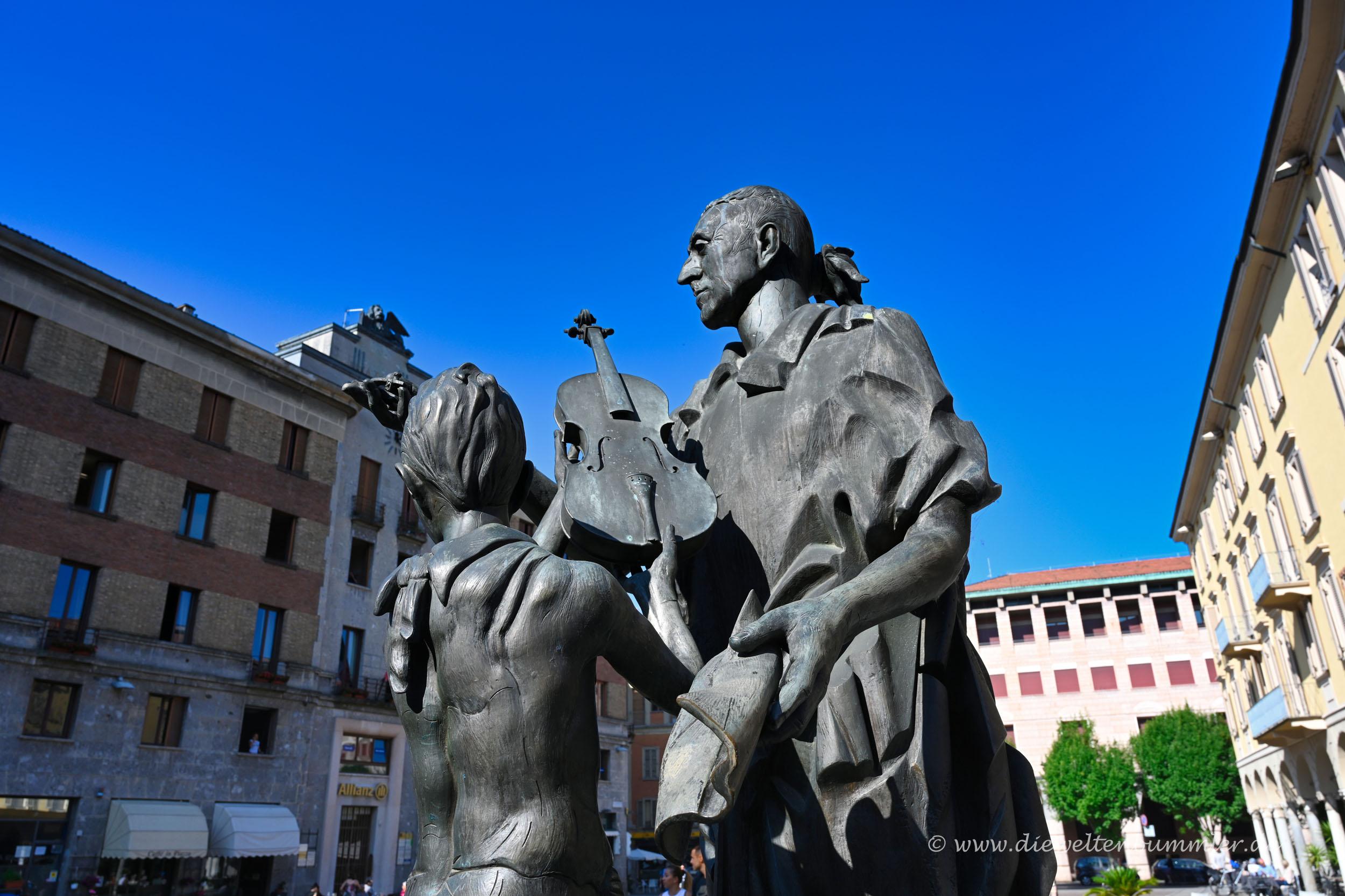Antonio Stradivari als Skulptur