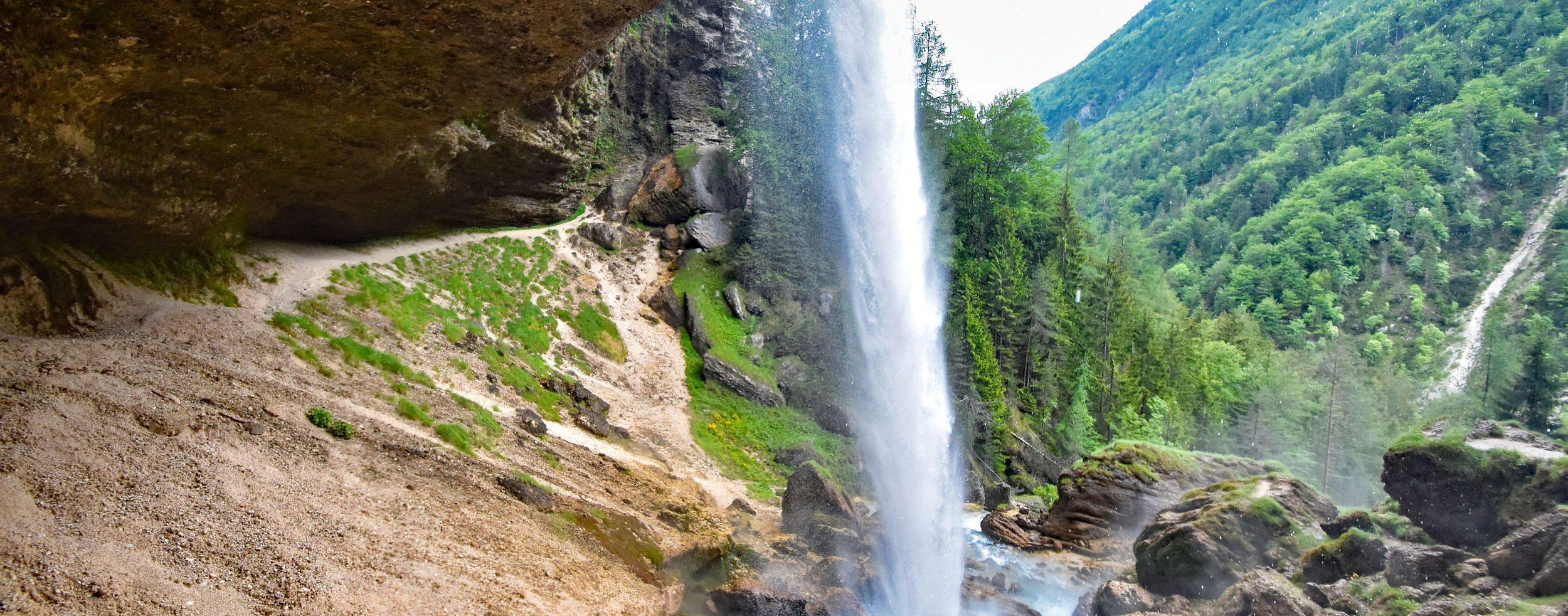 Der Wasserfall von hinten