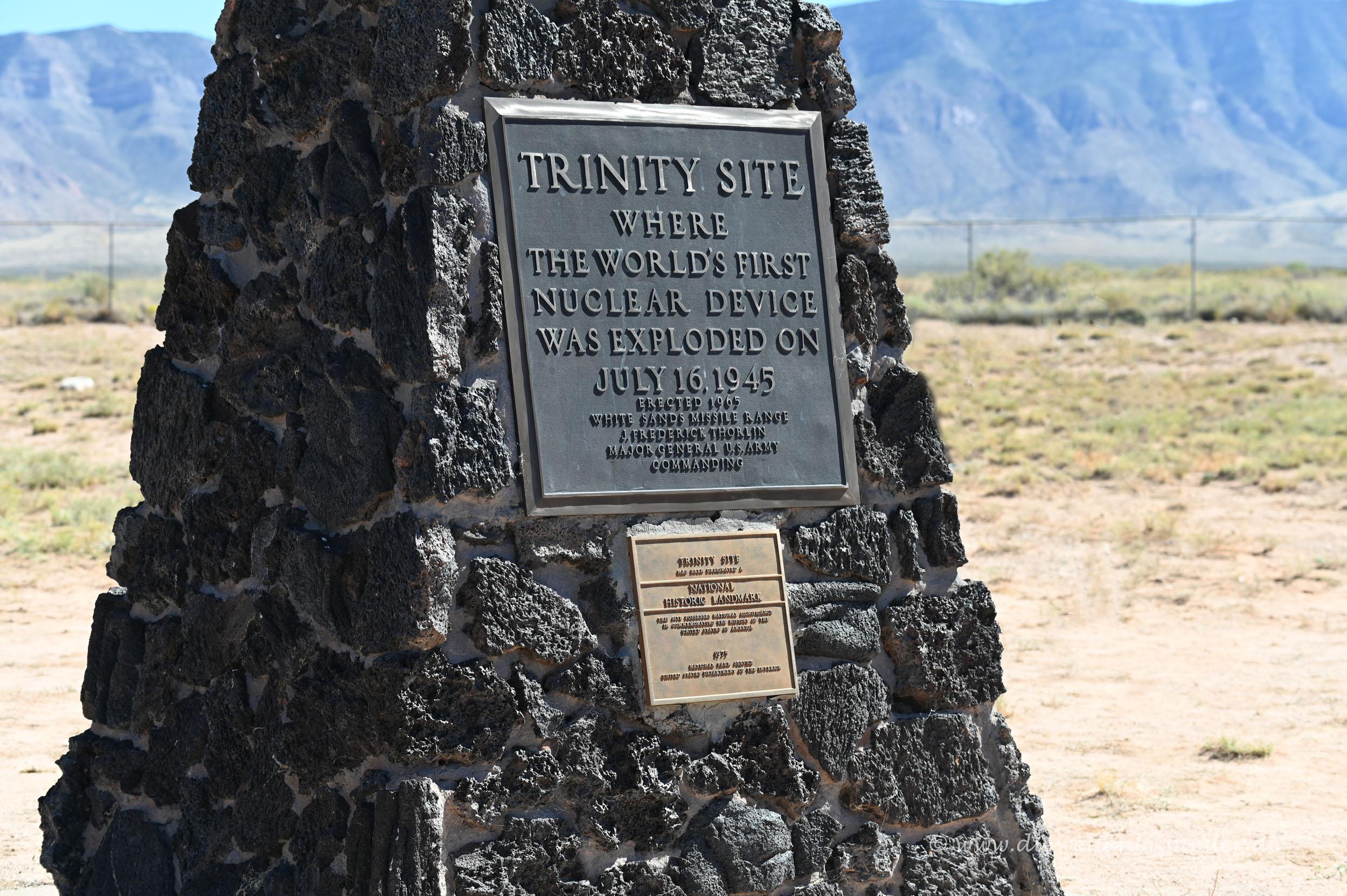 Gedenktafel an die erste Atombombe