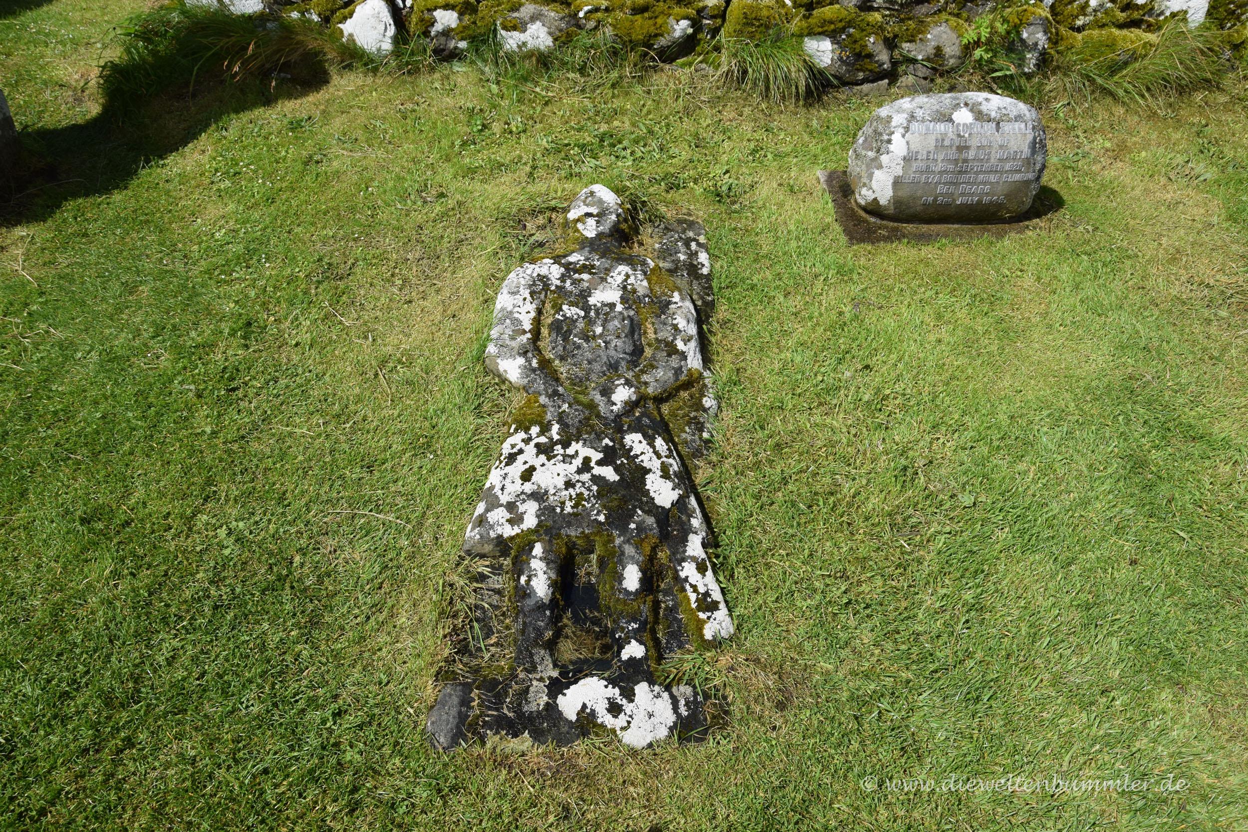 Grabstein in Menschenform