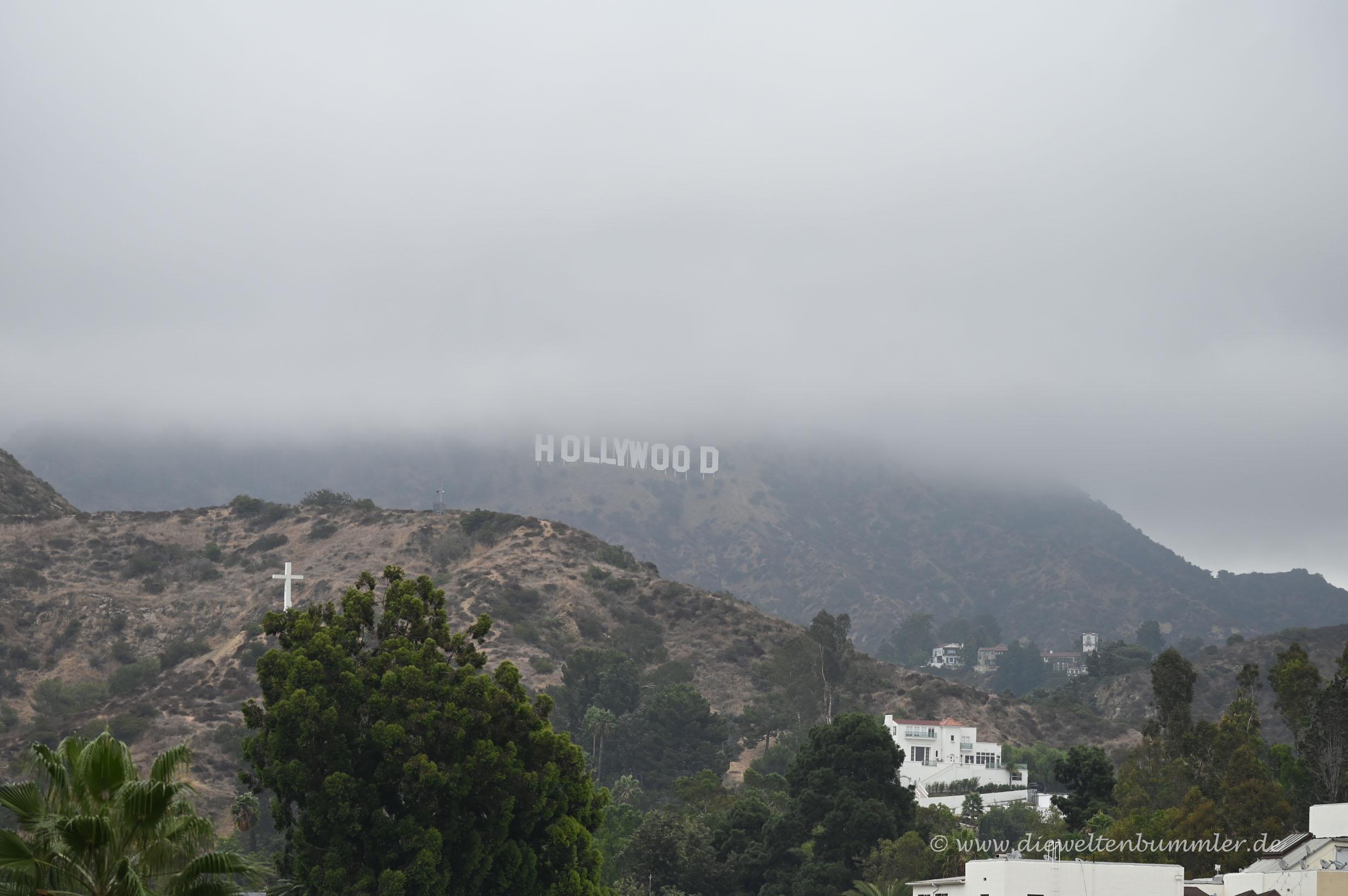 Hollywood-Schriftzug in den Wolken