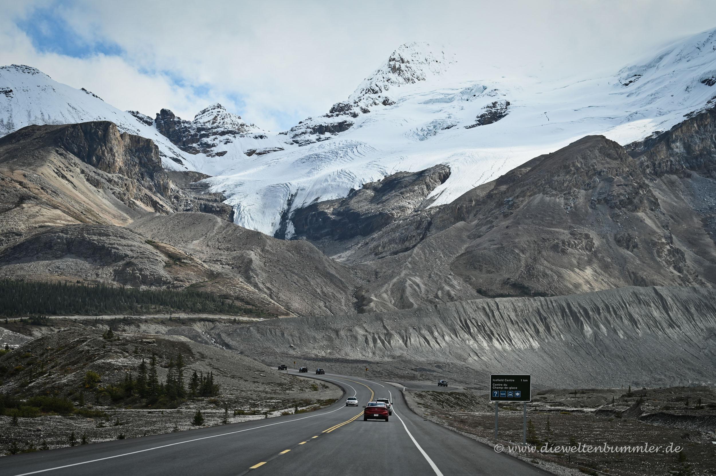 Icefields Parkway vor dem Columbia Gletscher