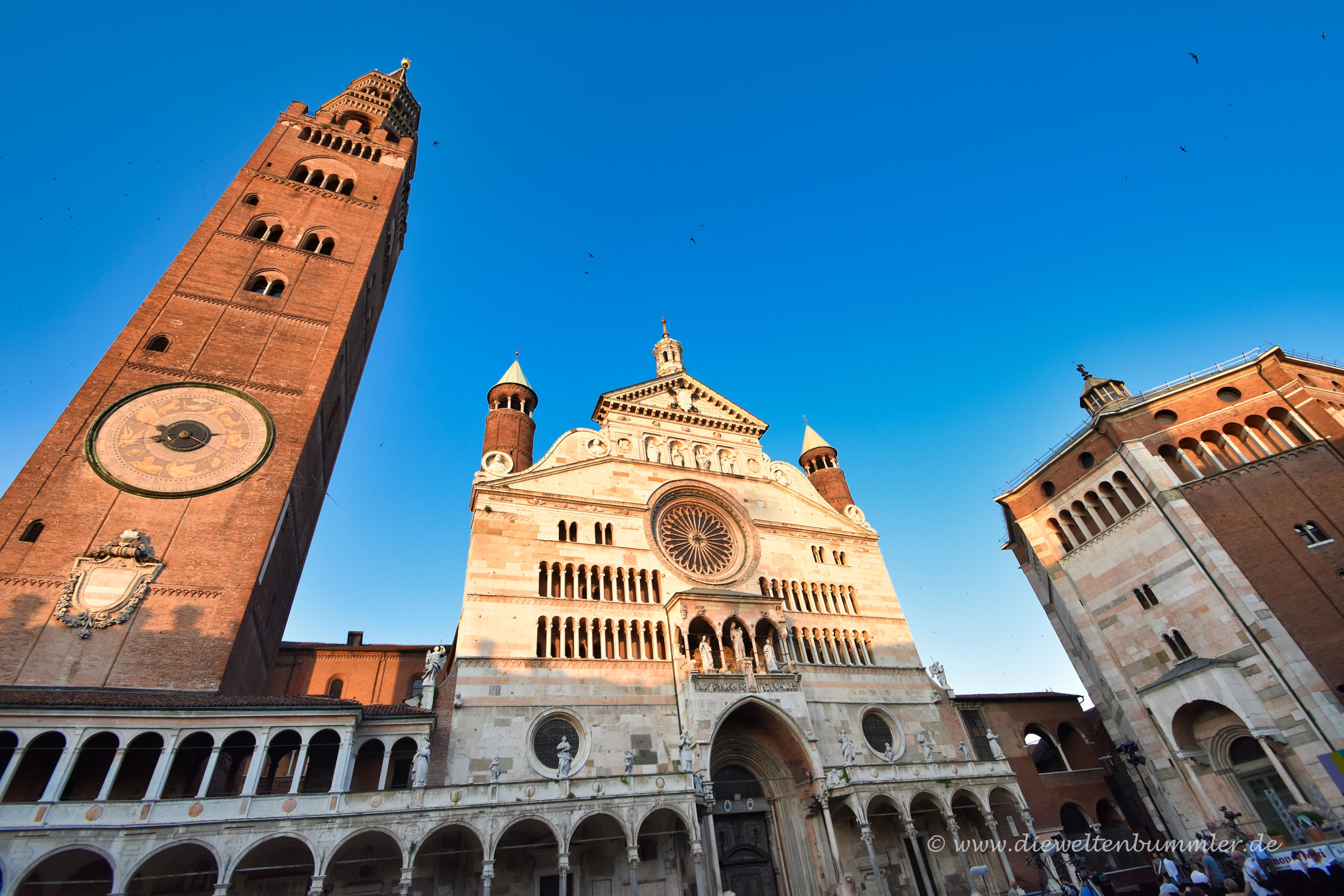 Kathedrale mit Turm und Baptisterium