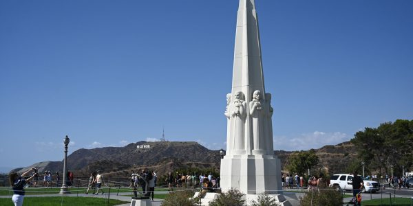 Skulptur vor dem Observatorium