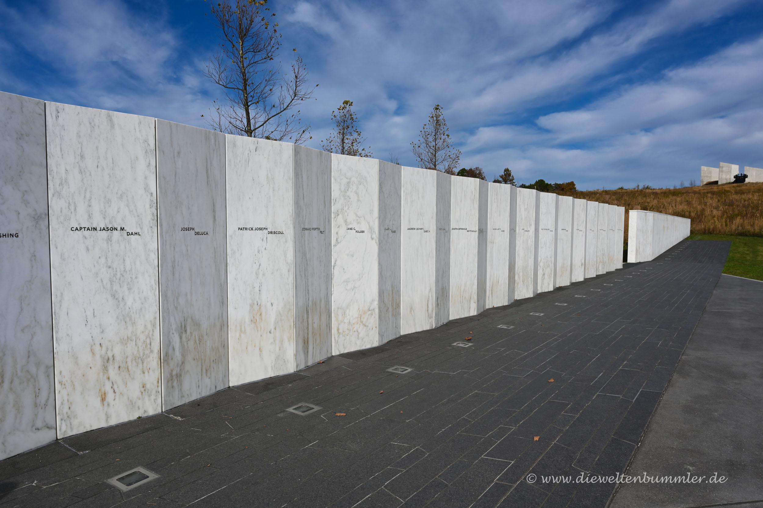 Wand mit Opfernamen