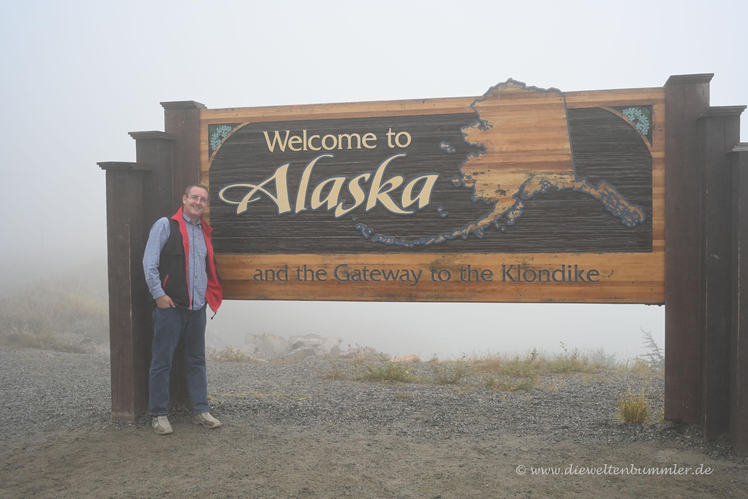 Alaska-Schild im Nebel