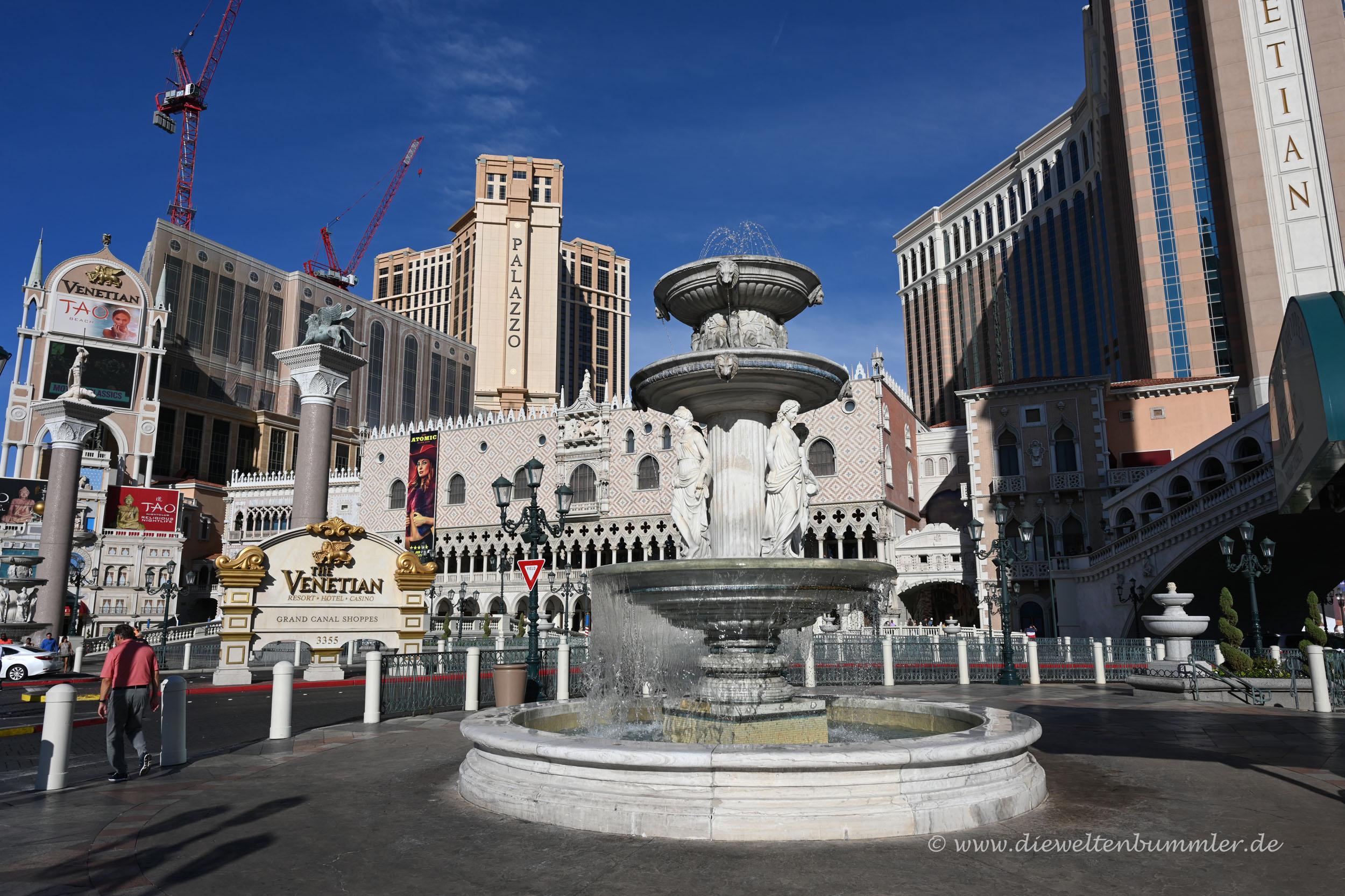 Brunnen vor dem Hotel