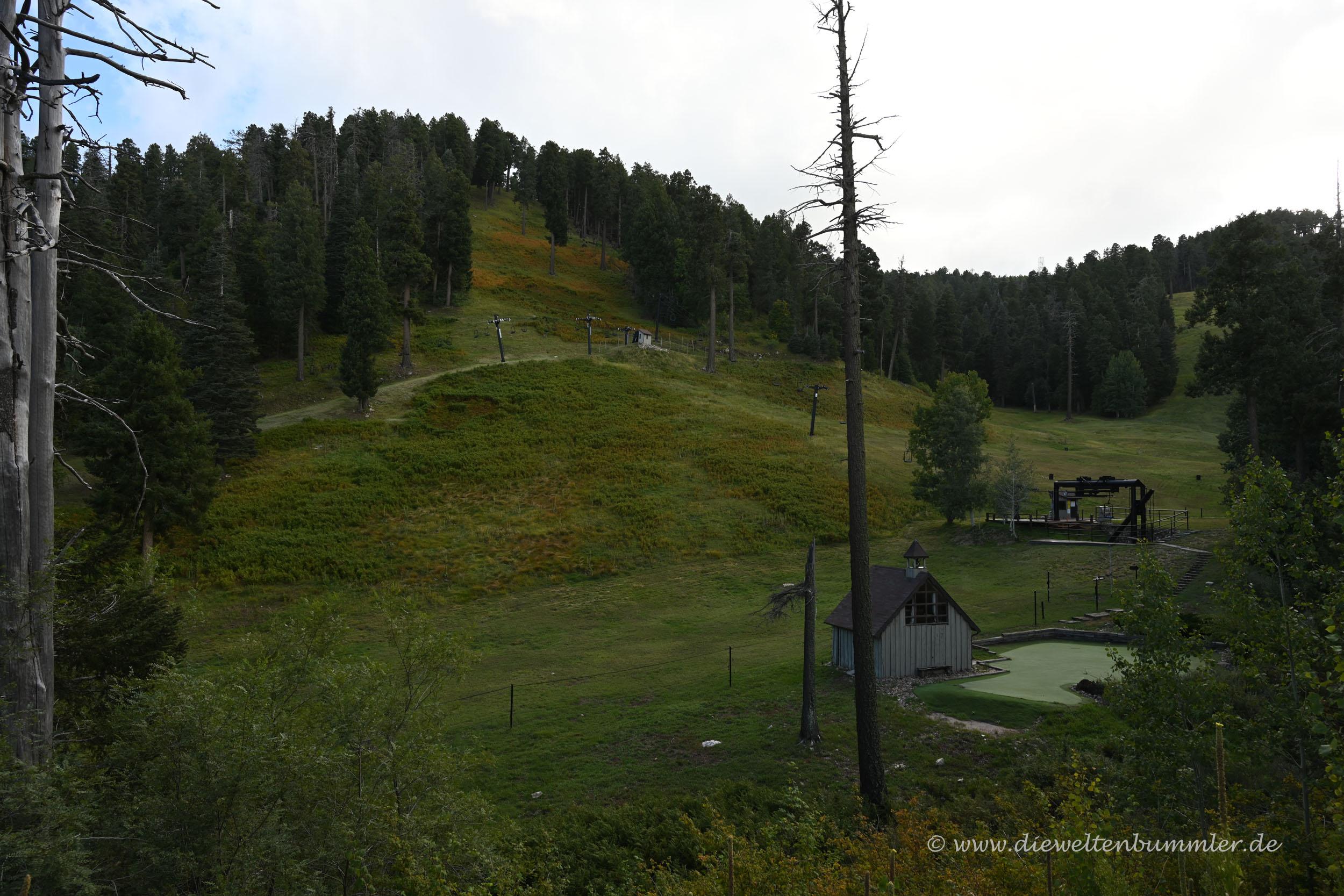 Kleines Skigebiet in Gipfelnähe