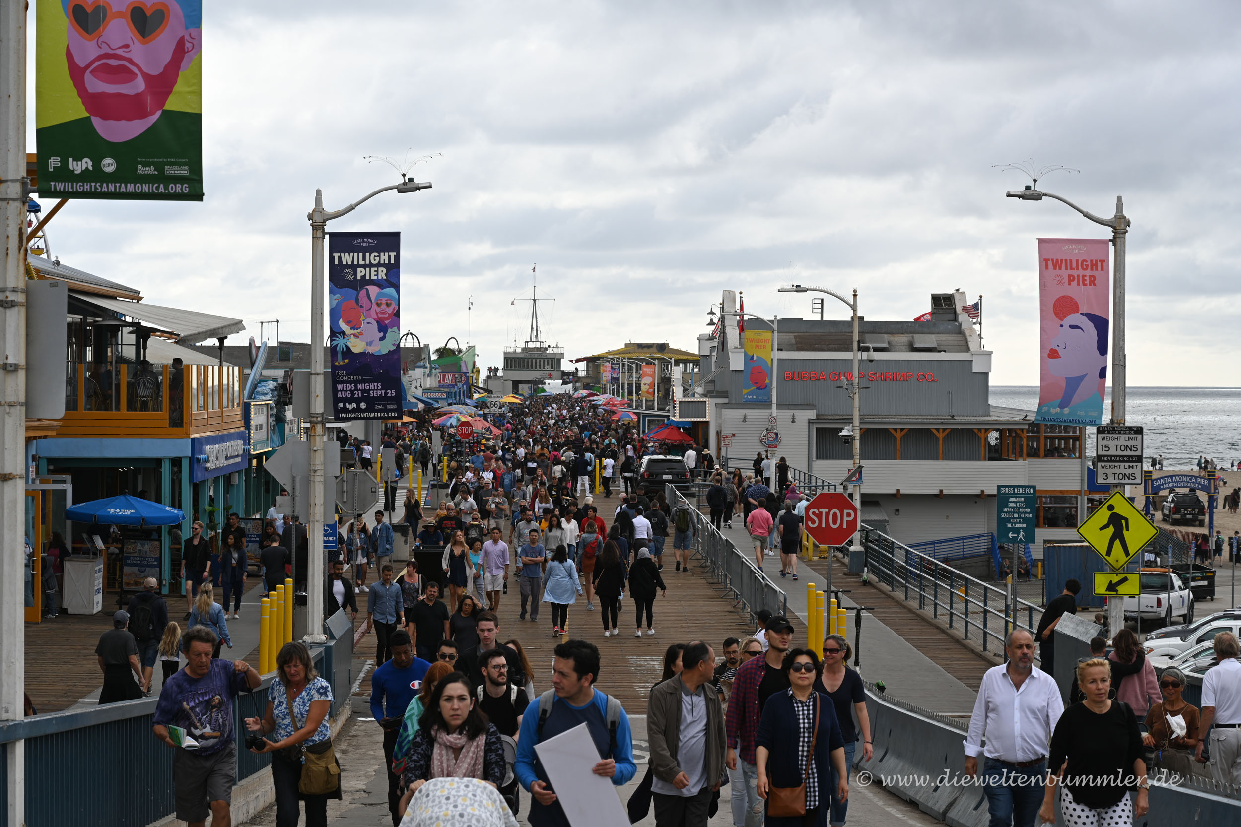 Viele Menschen am Pier