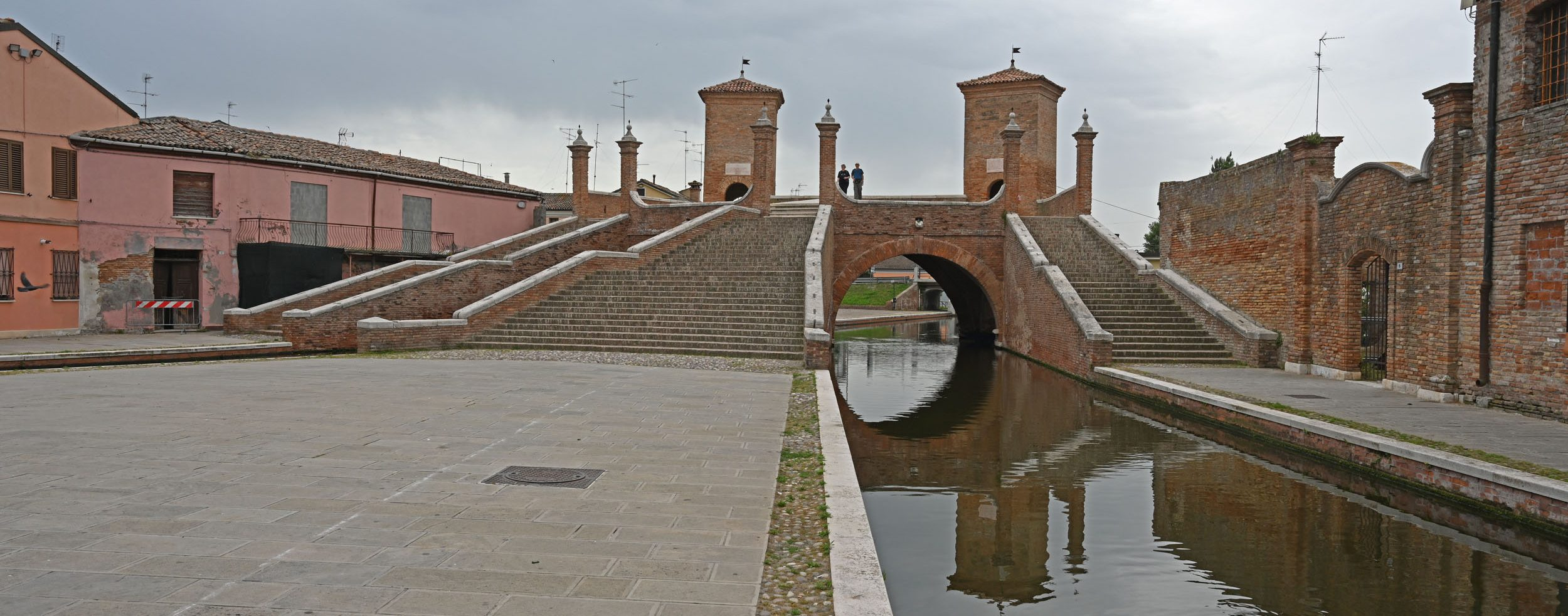 Brücke mit Treppen