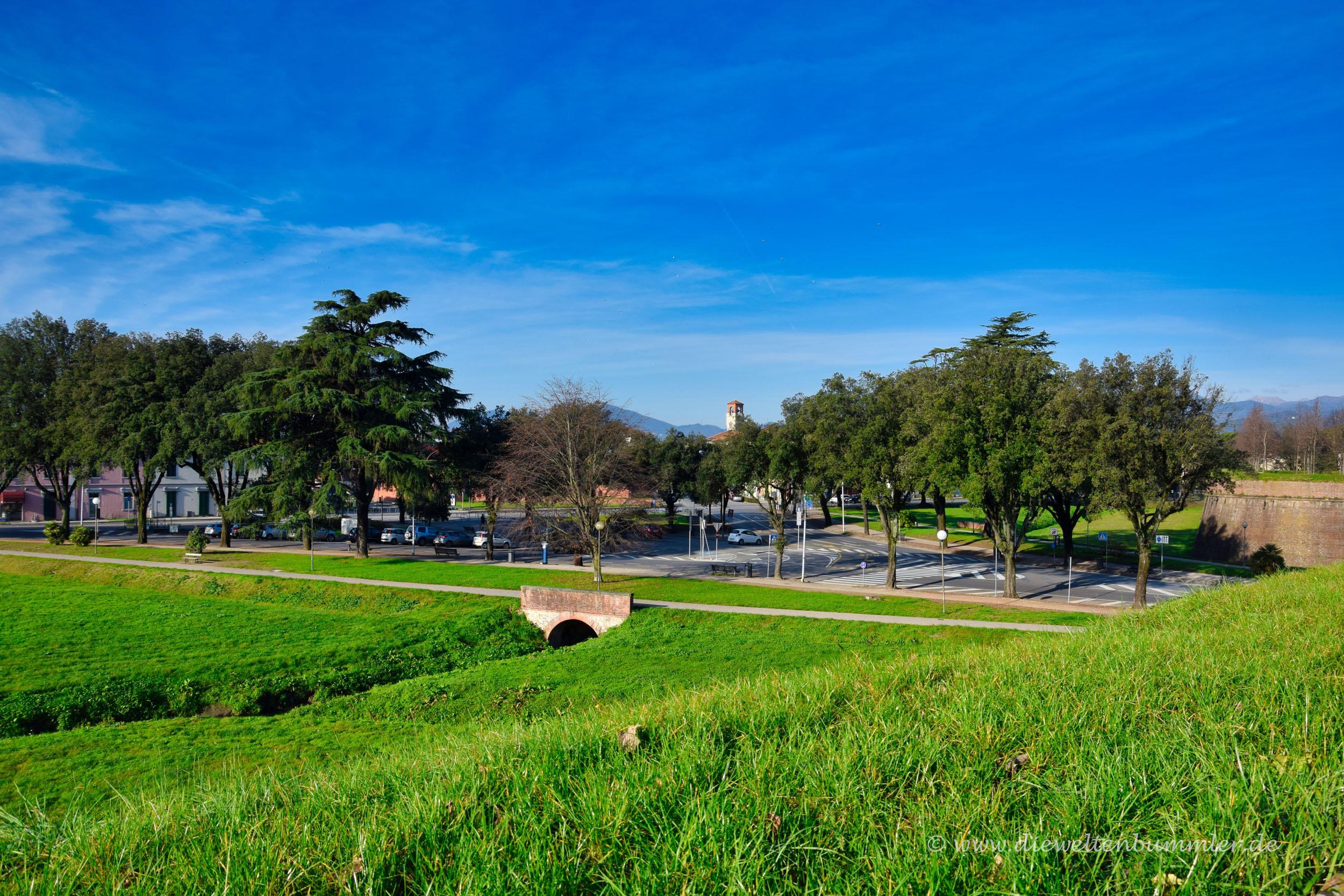 Blick von der Stadtmauer an der Porta Sant Anna
