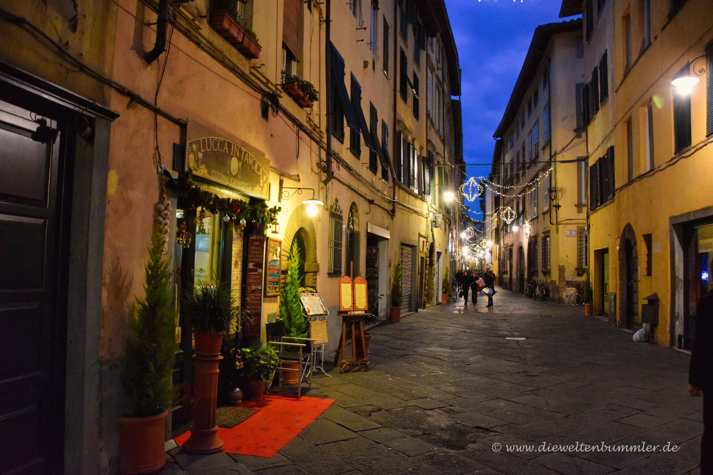 Gasse in der Altstadt von Lucca