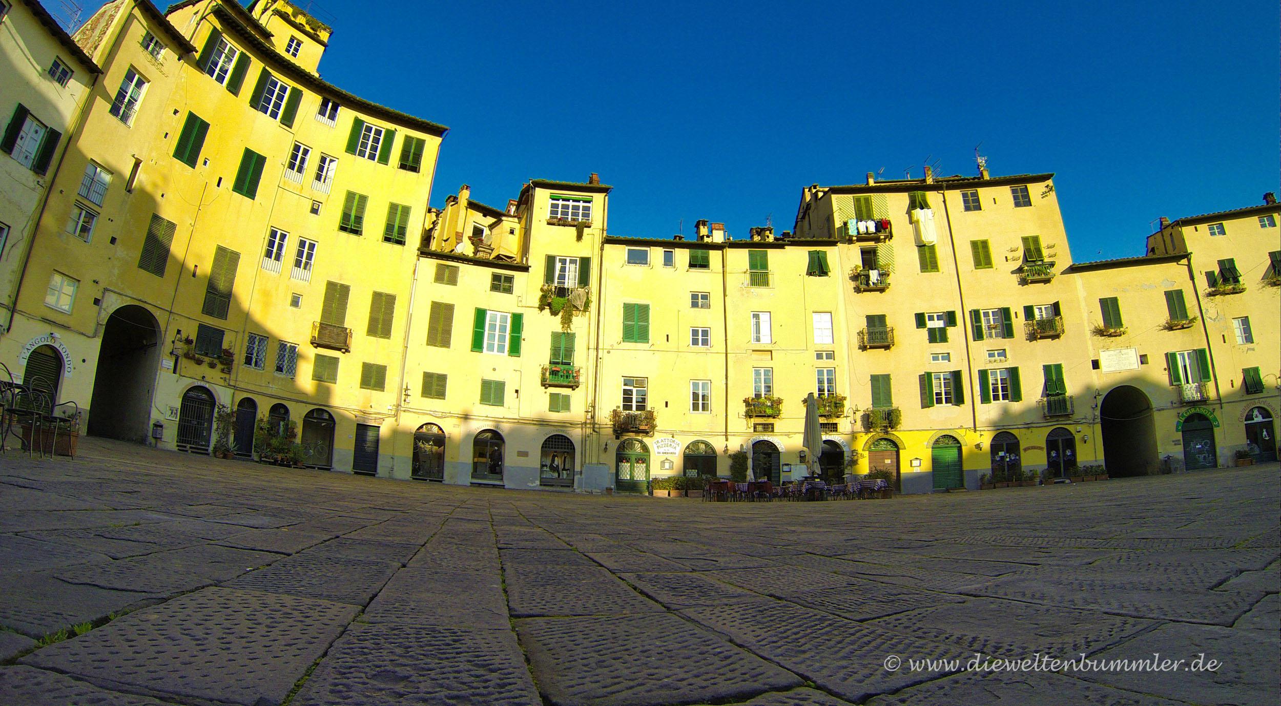 Häuserfront an der Piazza Anfiteatro