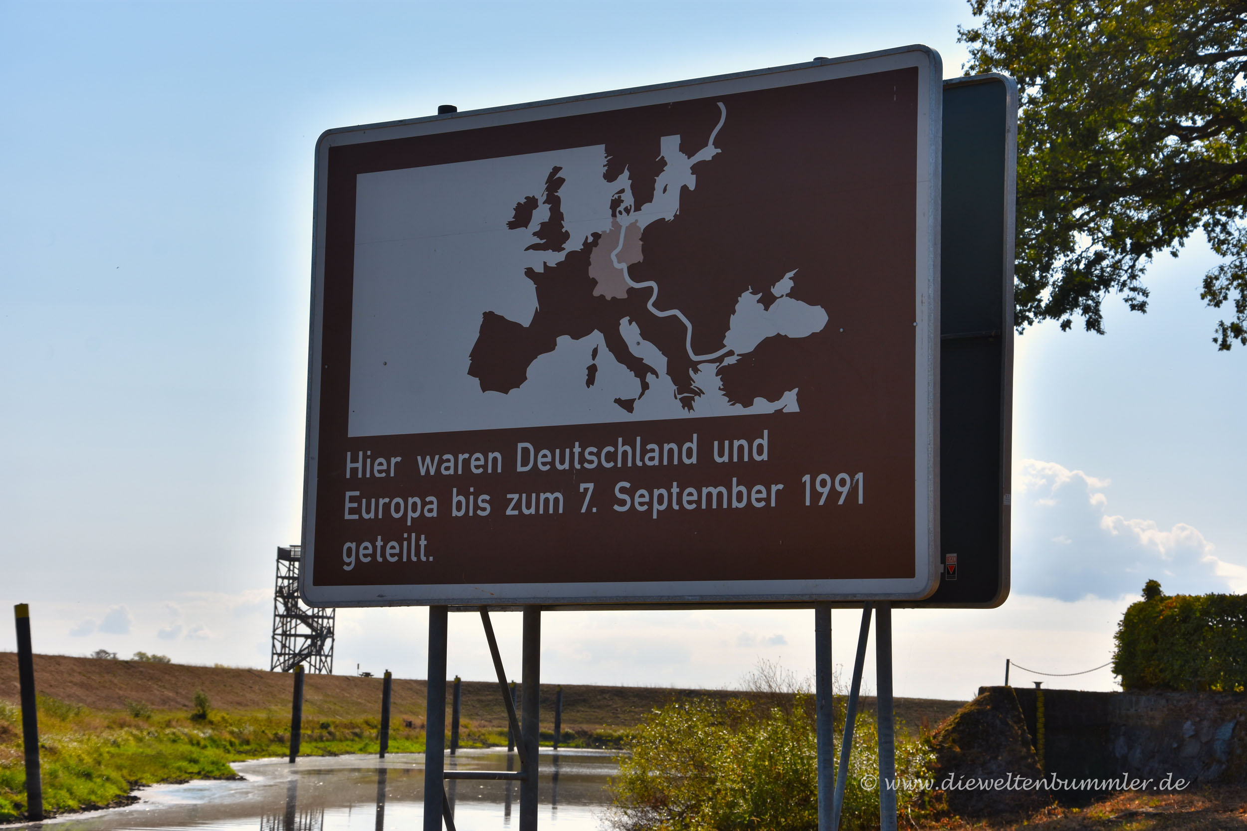 Klassisches Schild an der einstigen Grenze