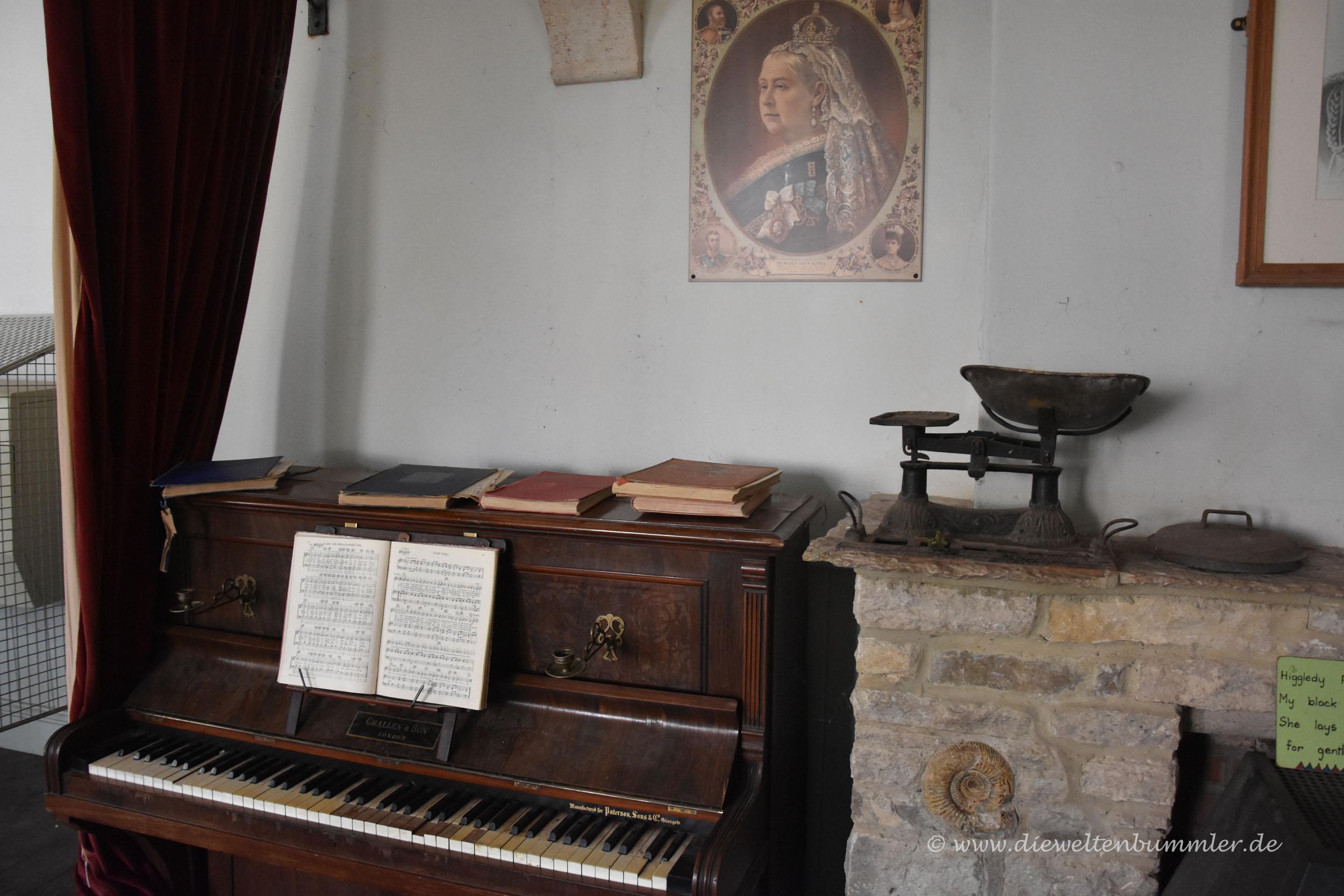 Klavier im kleinen Museum