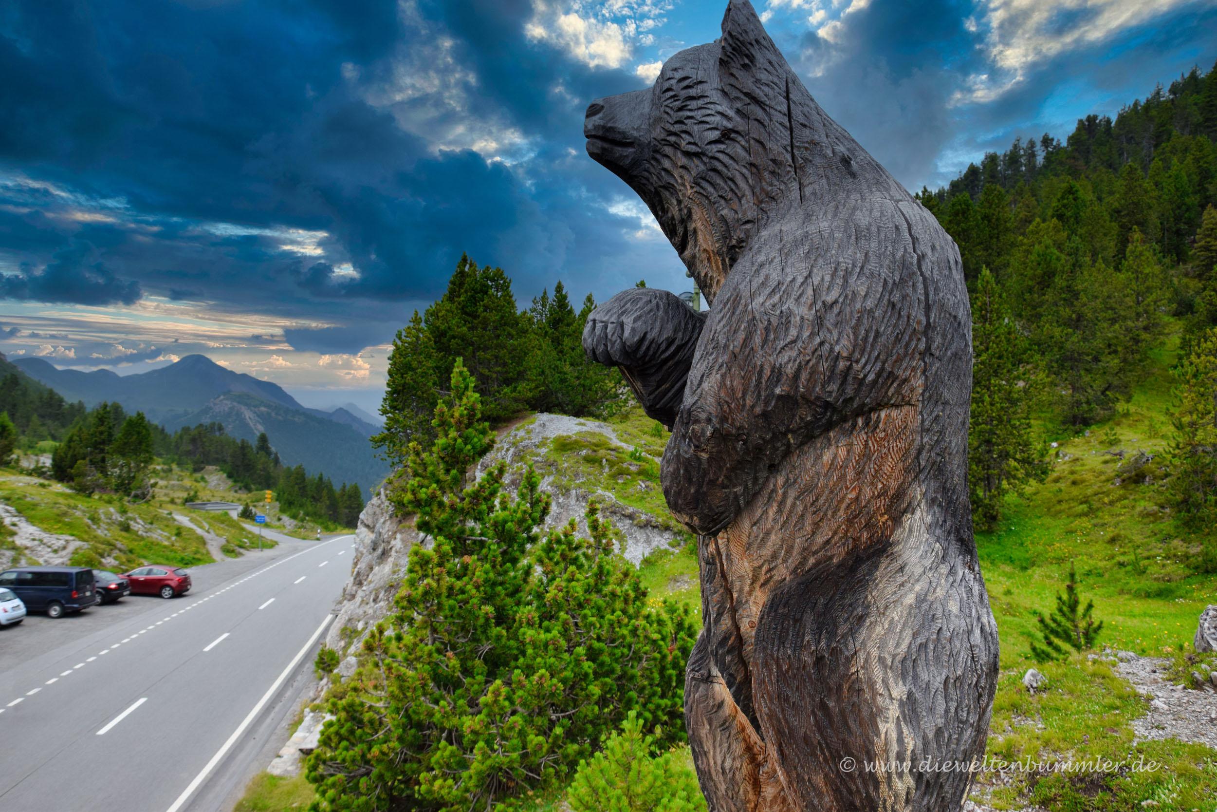 Bären-Skulptur am Ofenpass
