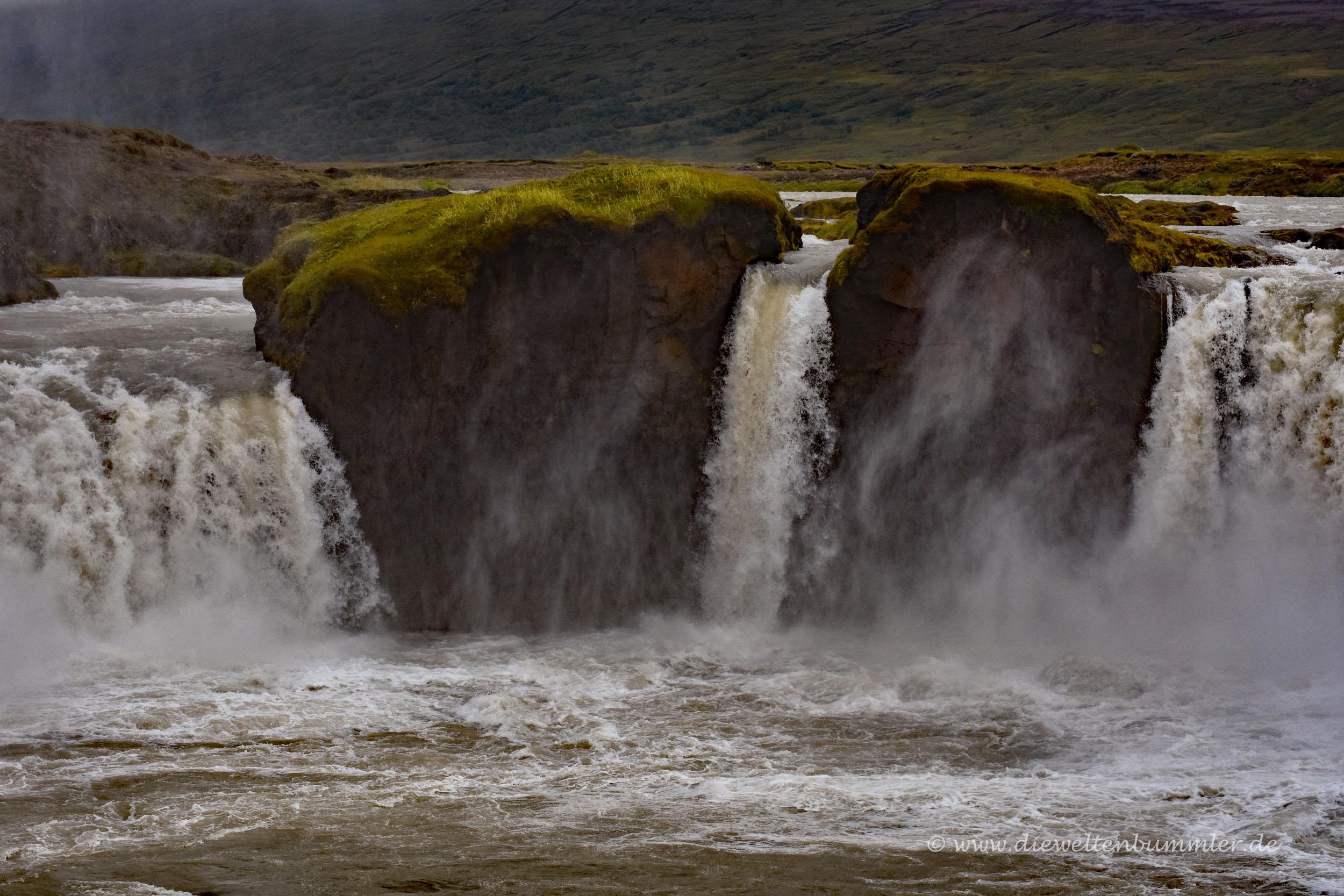 Wasser im Goðafoss