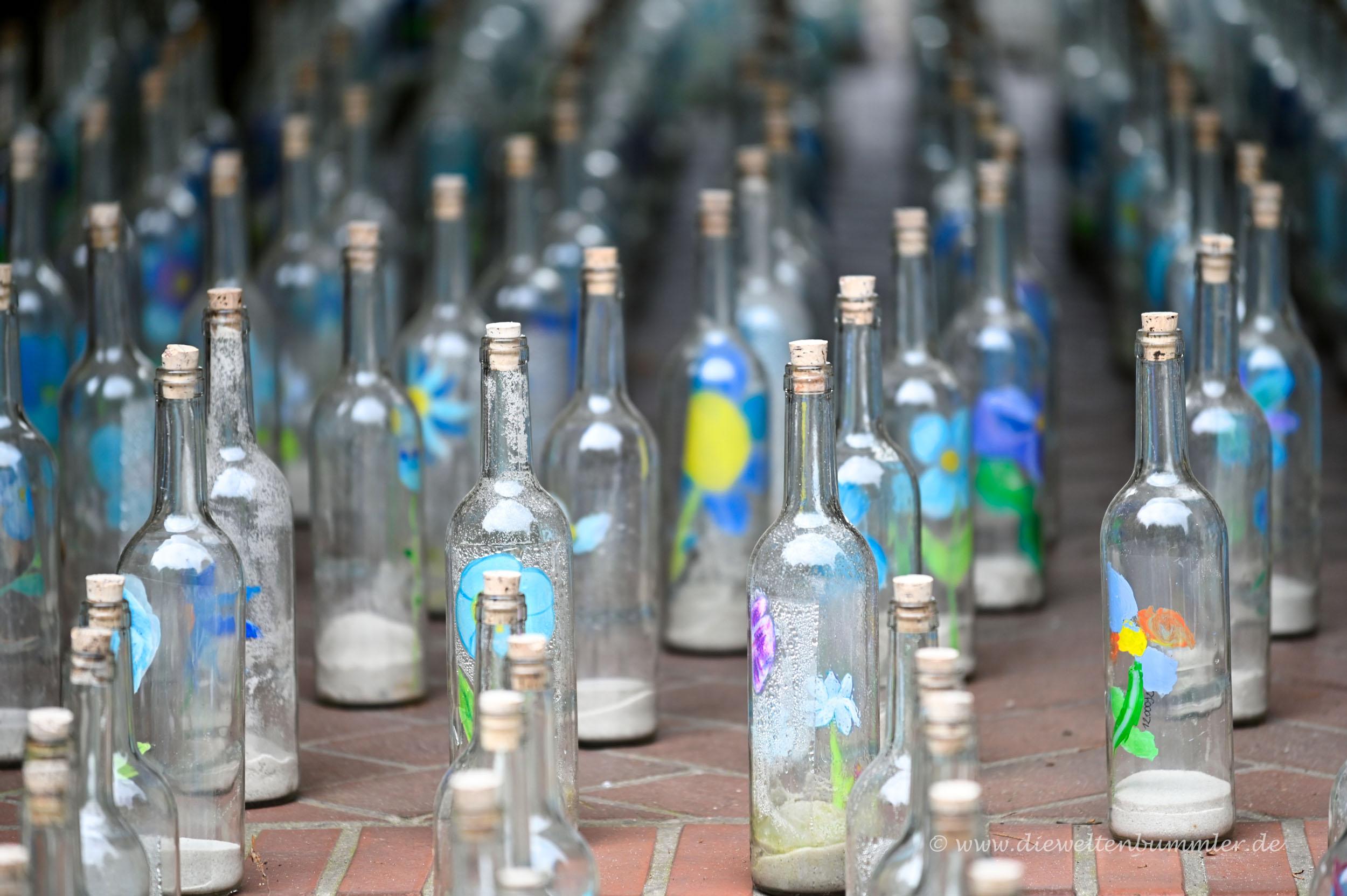 Flaschen zum Abstand halten