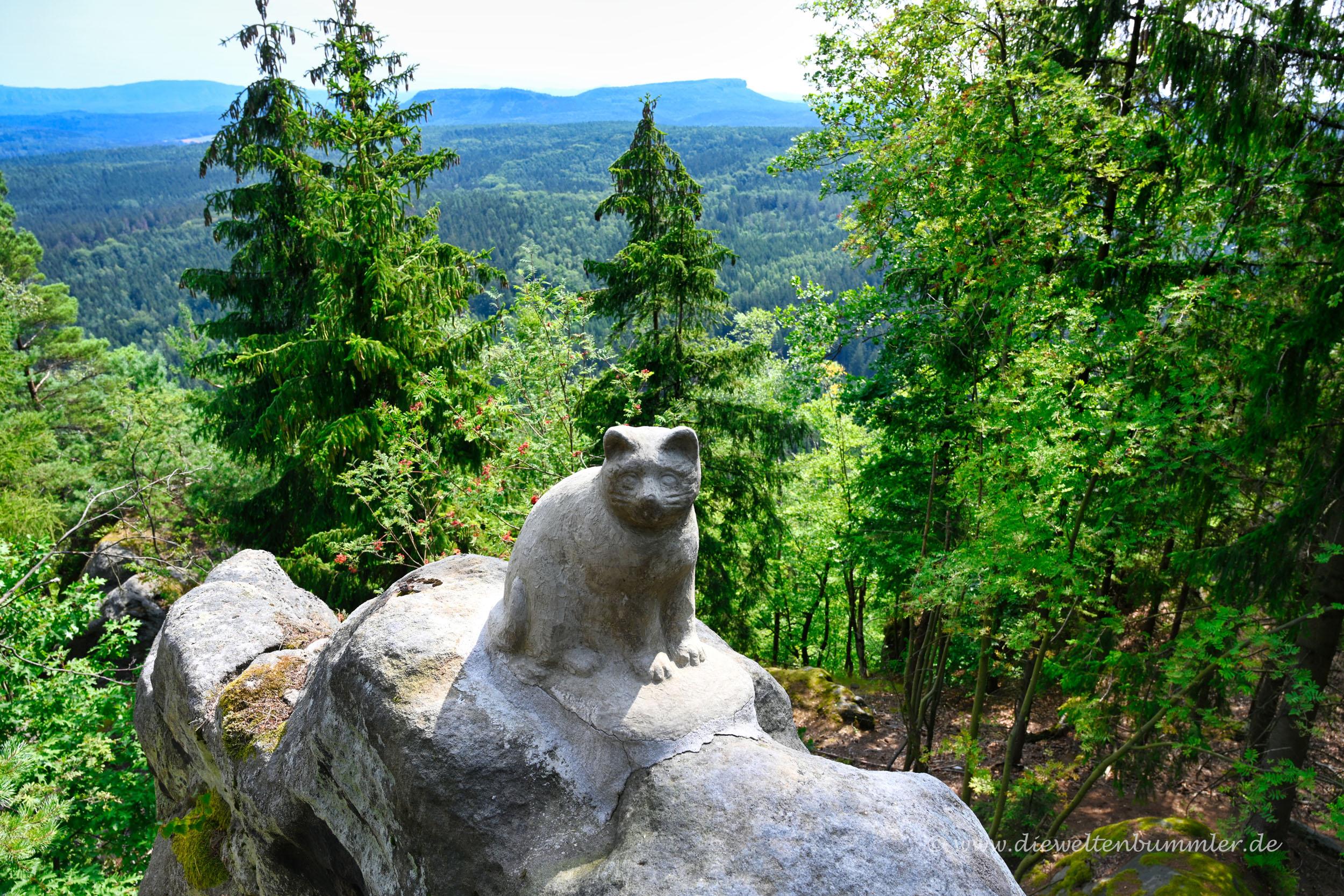 Katzenskulptur am Katzenstein
