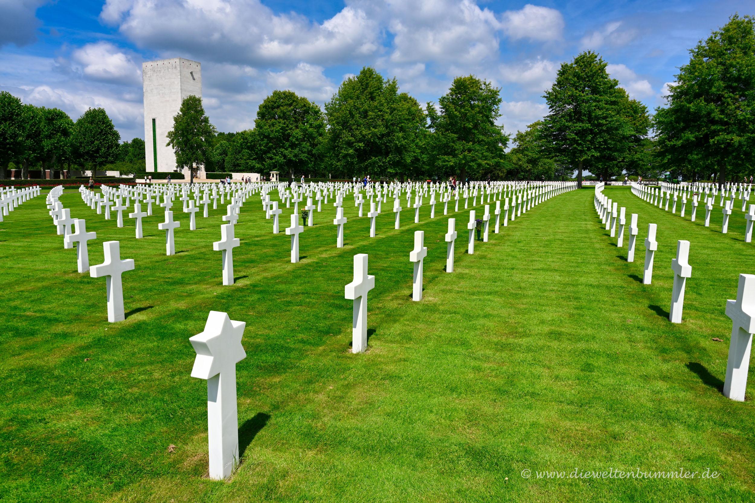 Kreuze auf dem US-Soldatenfriedhof