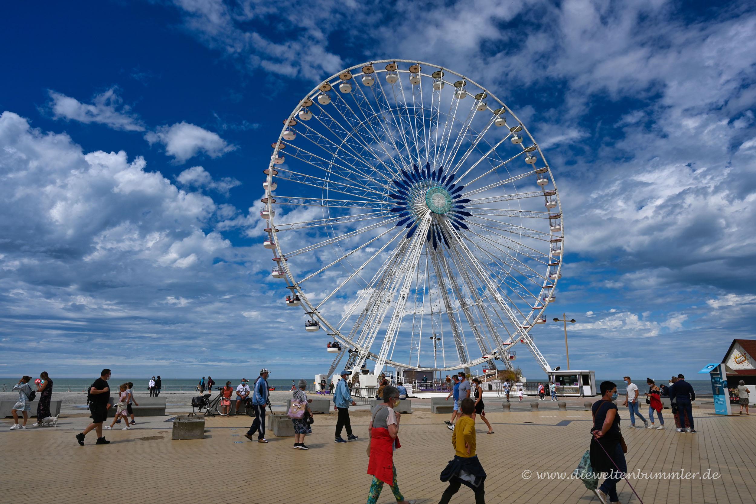 Riesenrad an der belgischen Küste