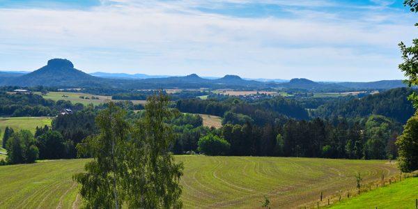 Tafelberge prägen die Landschaft