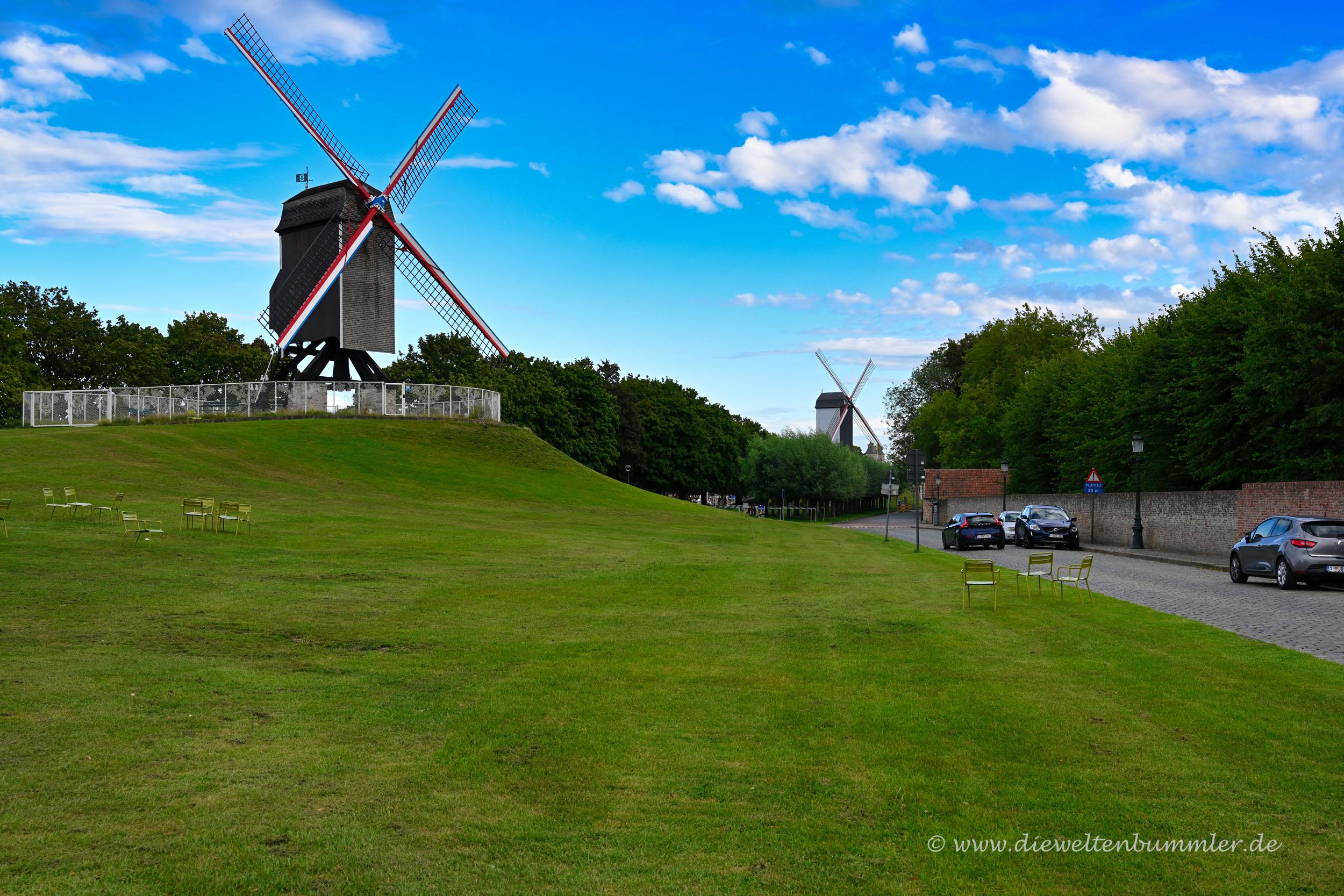 Zwei Windmühlen in Brügge