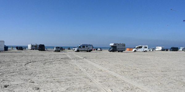 Mit dem Auto auf den Strand