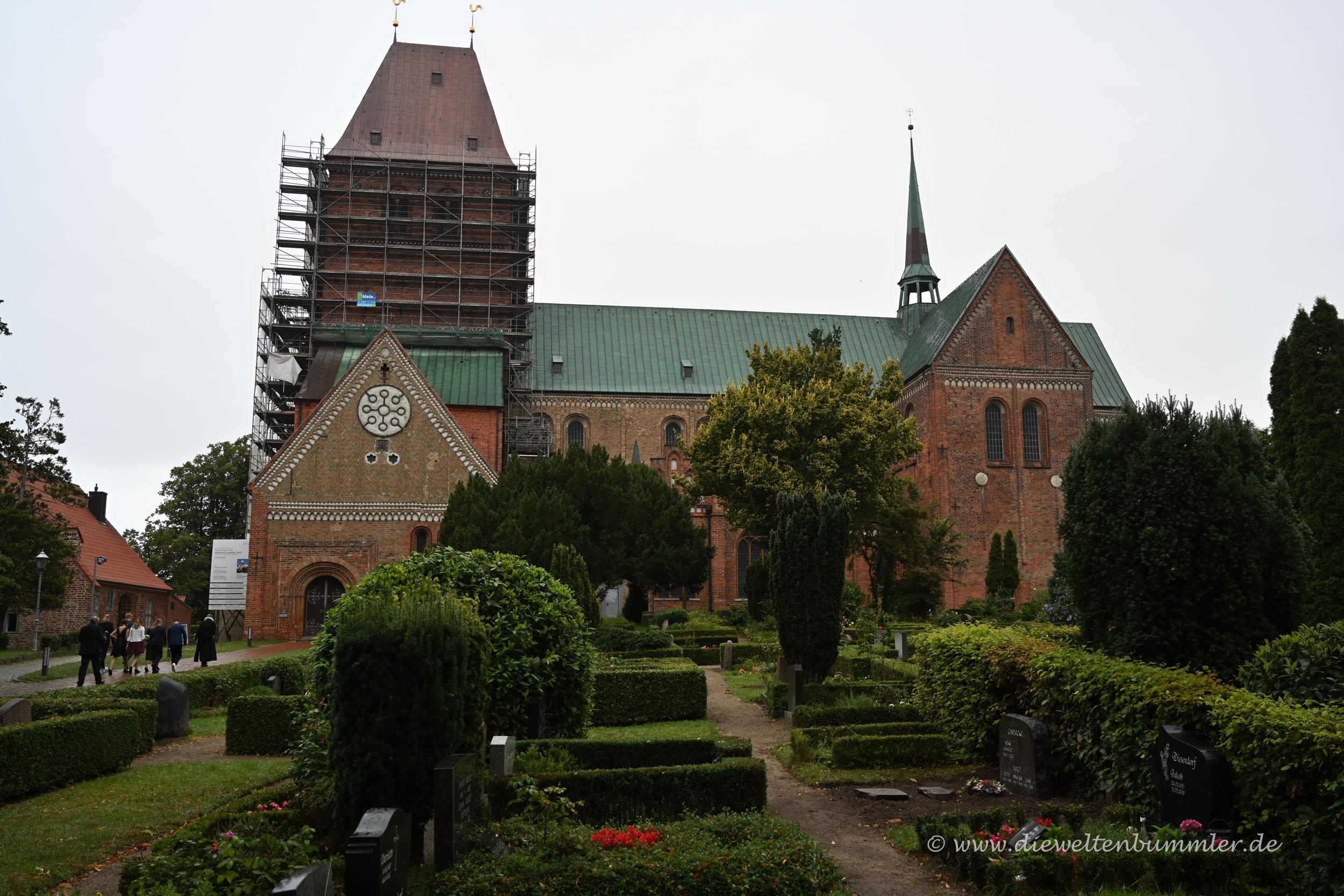 Eingerüstete Kirche in Ratzeburg